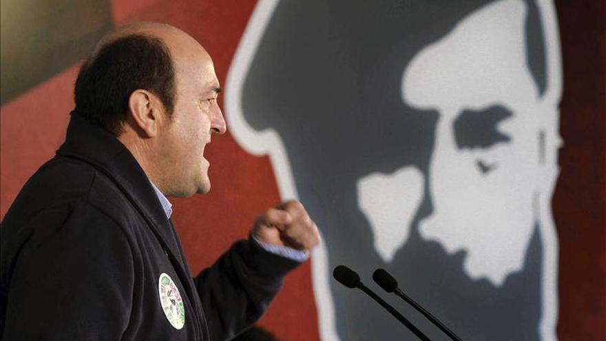 Ortuzar afirma que el PNV no quiere ni la España cañí, ni la Euskadi tercermundista
