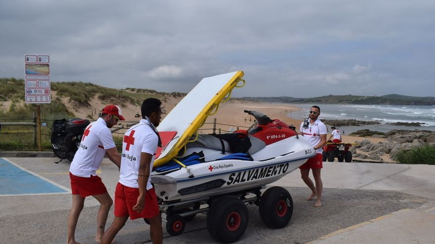Rescatados 27 bañistas en lo que va de verano en las playas del municipio
