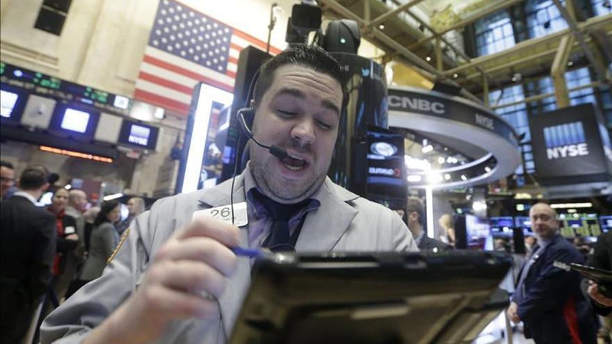 El avance de hoy en Wall Street no logra compensar el descenso semanal acumulado