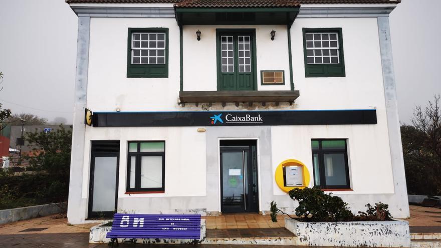 """Cierra la oficina de La Caixa en Garafía y deja """"sin servicio a cientos de clientes"""""""