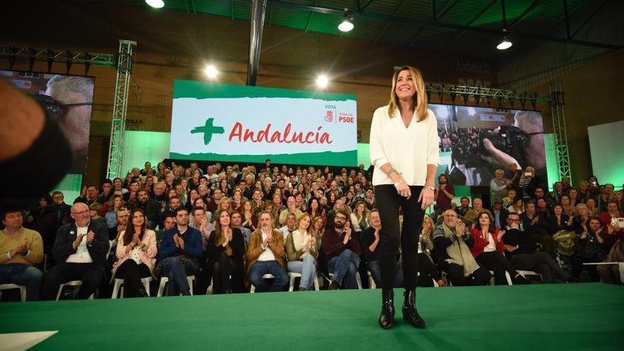 Susana Díaz cierra la campaña en Pino Montano, un barrio obrero de Sevilla.
