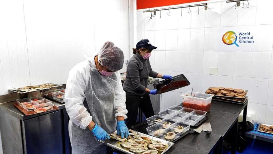 La ONG de José Andrés llega a España para alimentar a quienes más lo necesitan durante la pandemia