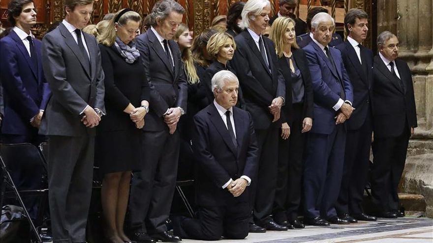 El arzobispo de Sevilla ofrece a la familia de la duquesa de Alba la Catedral para las exequias