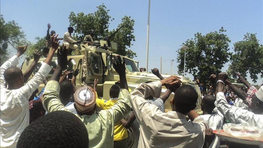 Cazadores liberan una ciudad nigeriana y matan a 75 miembros de Boko Haram