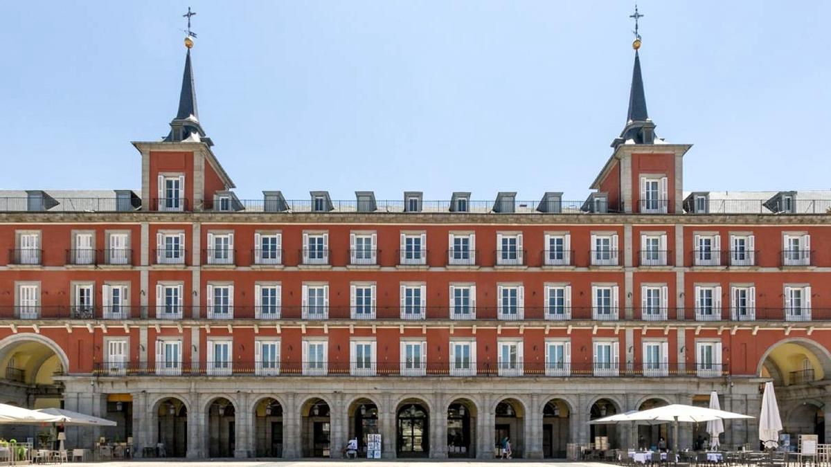 Fachada del hotel en la Casa de la Carnicería, en la Plaza Mayor de Madrid