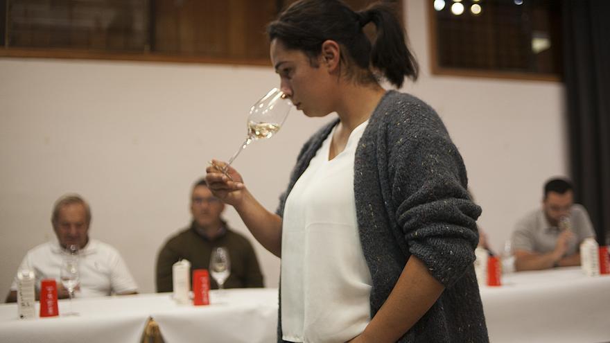Patricia Perdomo Hernández durante su intervención en el evento cultural Sobre las Nubes-Vinos de Altitud.