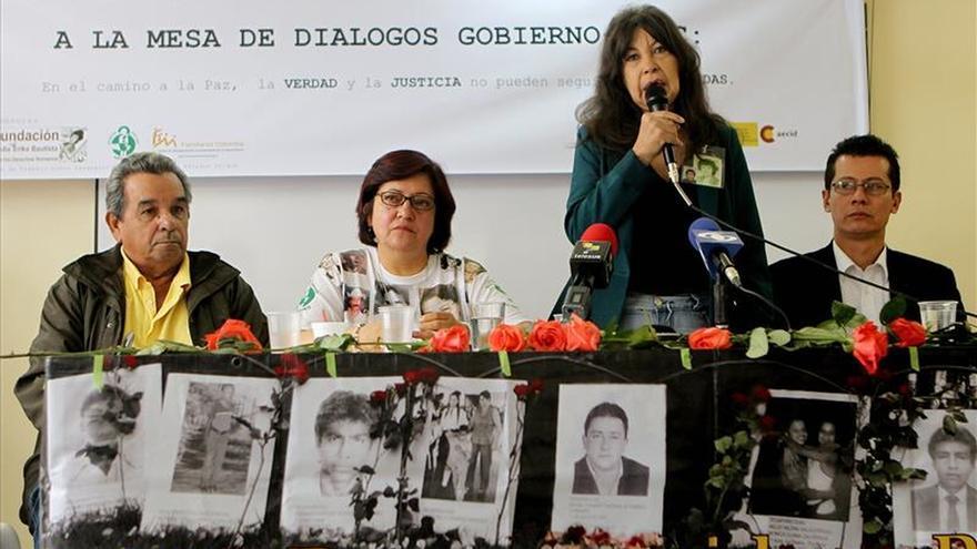 """Familias de desaparecidos en Colombia celebran """"hito"""" que reconoce su lucha"""