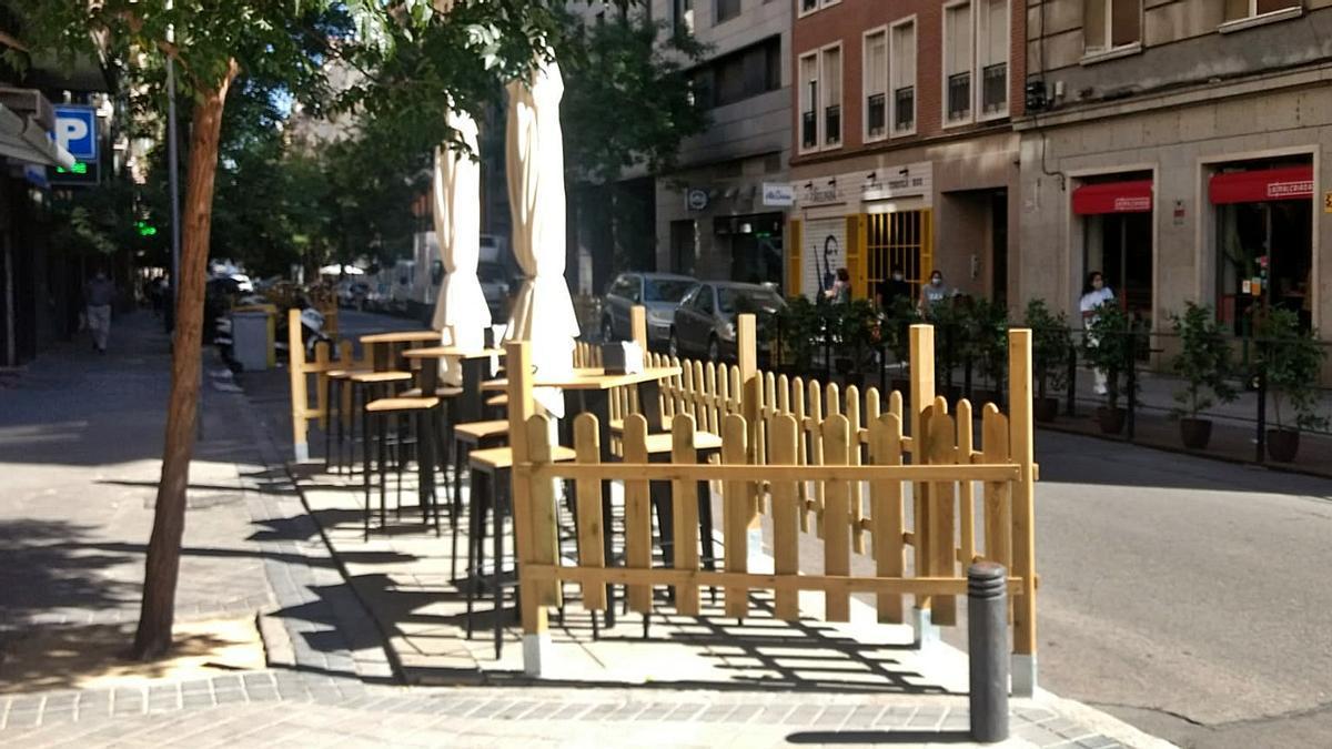 Terraza colocada sobre plazas de aparcamiento en Chamberí   SOMOS CHAMBERÍ