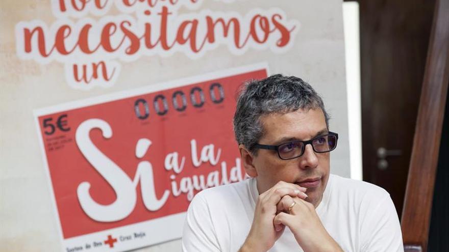 Pedro Guerra, en el acto de este viernes con Cruz Roja, en Santa Cruz