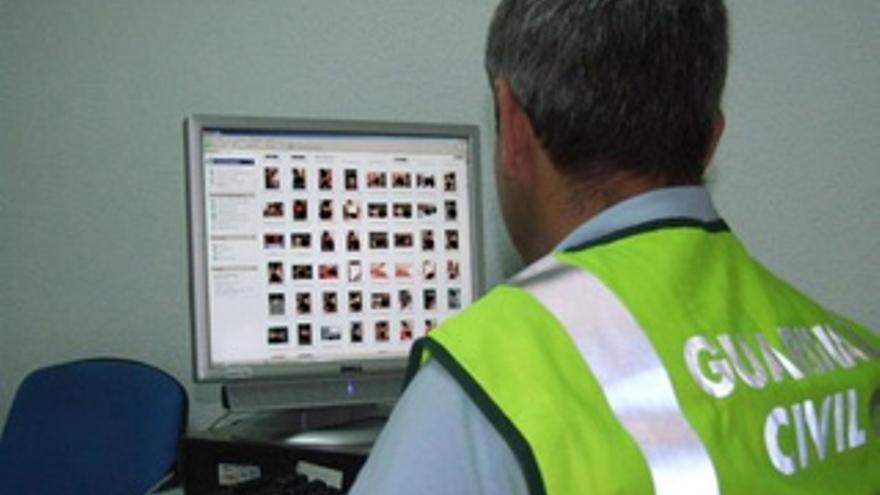 Imagen de archivo de una operación de la Guardia Civil contra la pornografía infantil en Canarias.