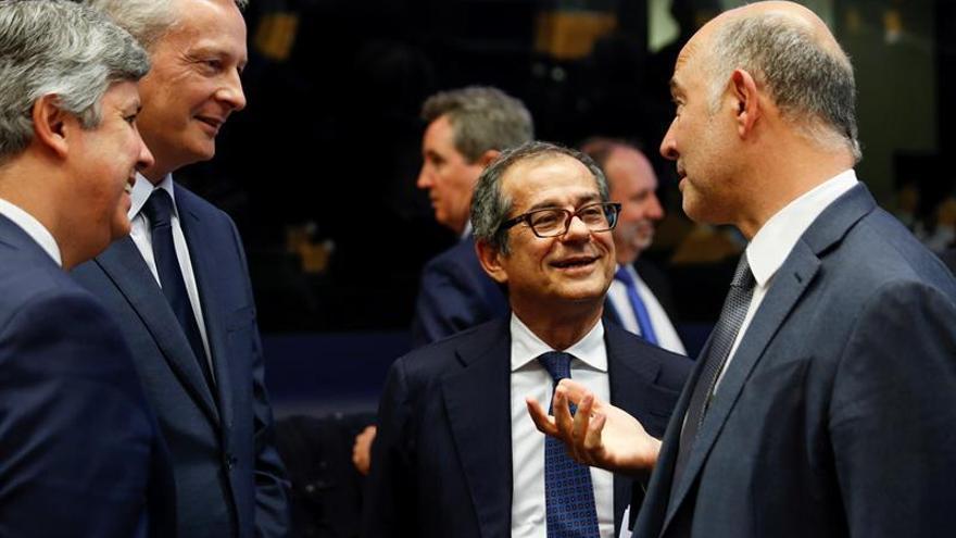 """Moscovici dice que el déficit italiano podría ser """"incompatible"""" con las normas de la UE"""