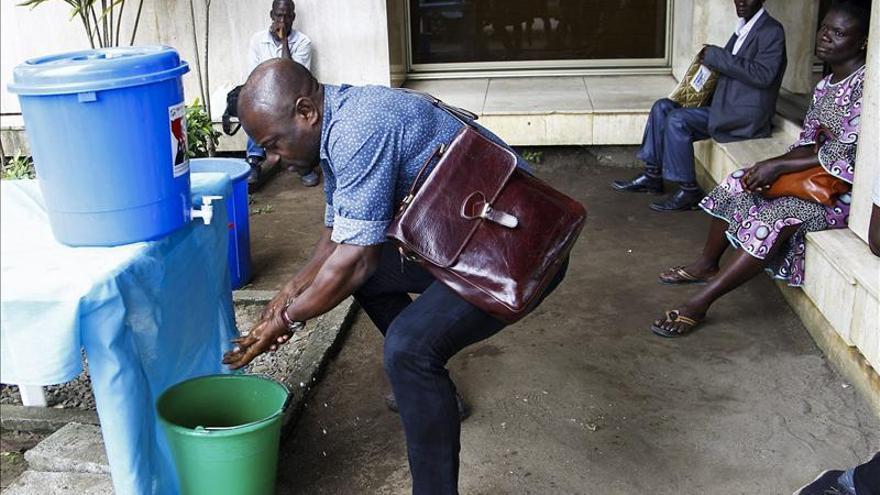 Más de un millar de personas muertas por el ébola en Africa occidental