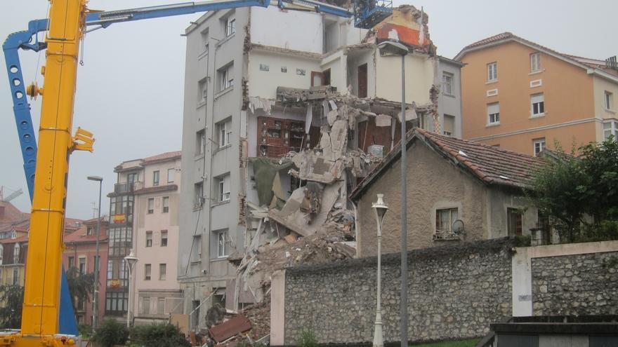 La parte de la fachada que se desplomó en la calle del Sol podría limpiarse este fin de semana