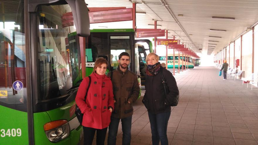 Concejales de Ahora Guadalajara en la estación de autobuses de la ciudad