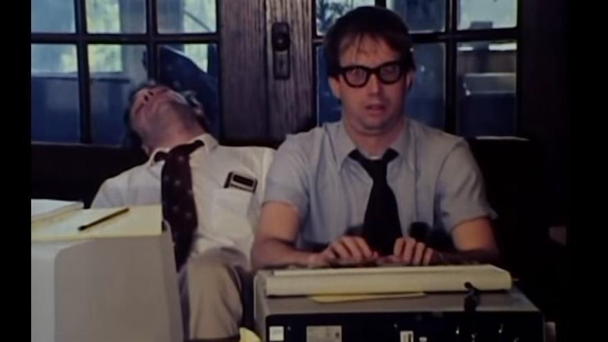 La adicción a los ordenadores costó la vida a los protagonistas de 'Signal Syntax' (1983)