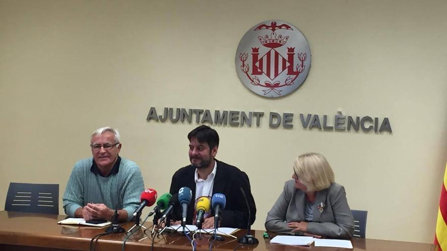 El alcalde de Valencia, Joan Ribó (Izquierda), el concejal Carlos Galiana y la concejala Consol Castillo