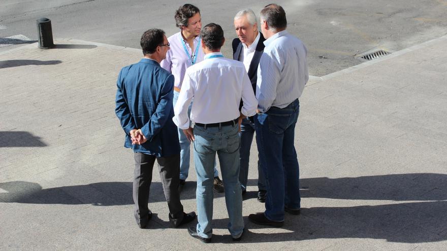 Bascuñana, Cámara, Pons, Arenas y Floriano esperan a Mariano Rajoy en la Intermunicipal del PP / PSS