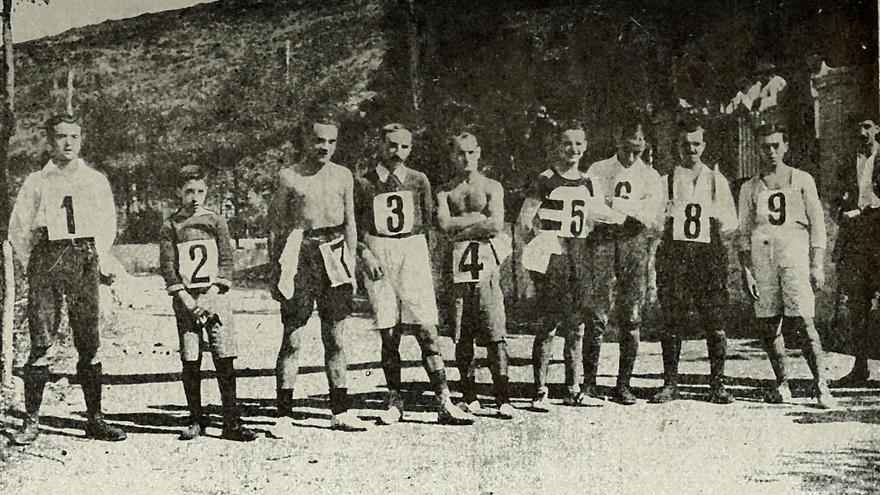 Primera carrera por montaña de la que se tiene constancia en la Sierra de Guadarrama celebrada en 1916 y organizada por Los Amigos del Campo (© Archivo RSEA Peñalara).