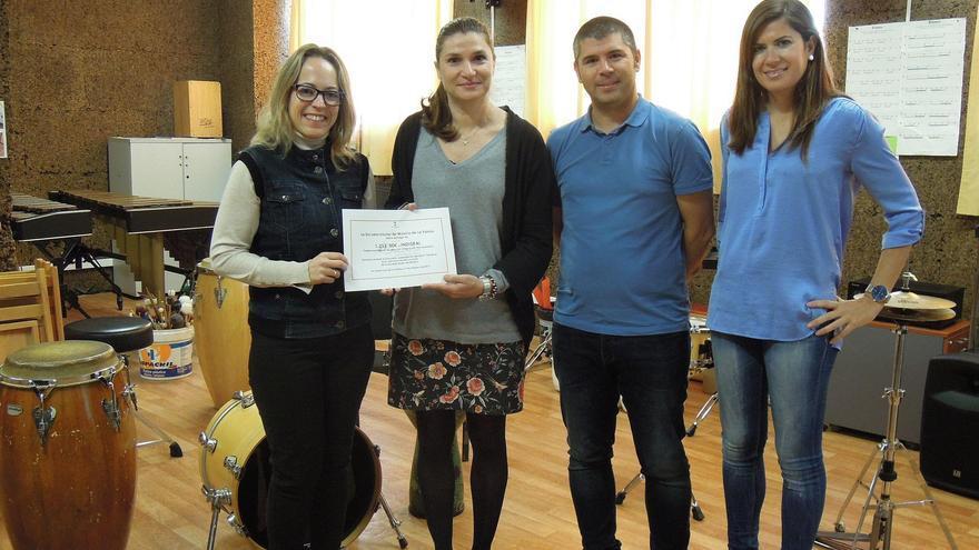 Acto de entrega de la recaudación del concierto de presentación del último trabajo discográfico de la Escuela Insular de Música.