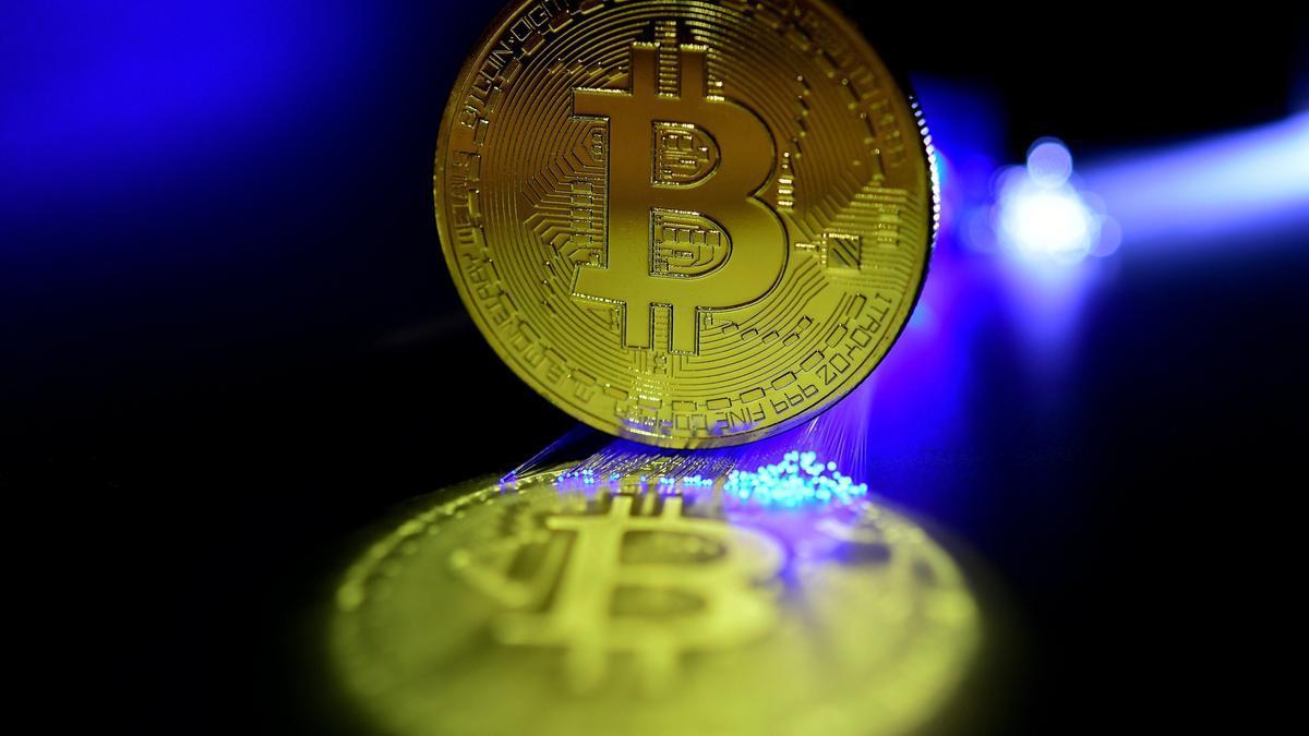 Recreación de un bitcoin. EFE/Sascha Steinbach/Archivo