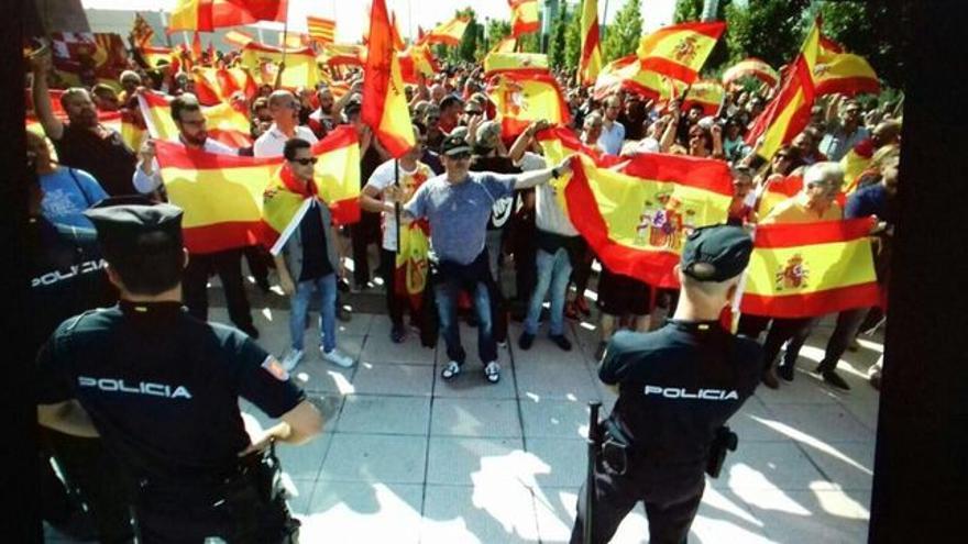Manifestación contra la Asamblea de Unidos Podemos en Zaragoza