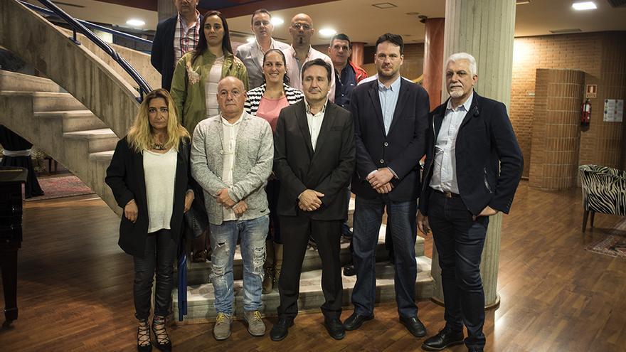 Carrancio, González y Vielva arropados por cargos y militantes de Ciudadanos Cantabria. | JOAQUÍN GÓMEZ SASTRE