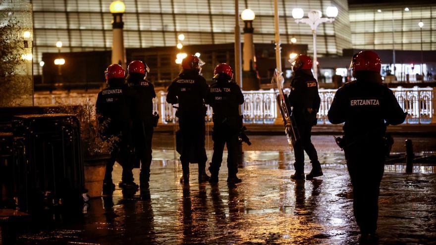 """Se reproducen los incidentes y los enfrentamientos con la Ertzaintza en varios puntos de Euskadi: """"Es innegable que detrás hay algo organizado"""""""