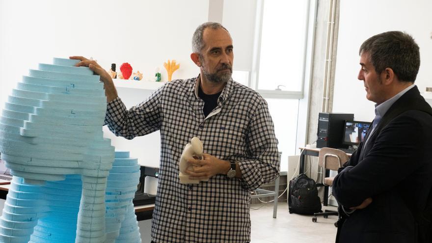 Imagen de archivo durante la visita del presidente Clavijo al laboratorio de diseño y fabricación digital FABLAB, en la ULL.