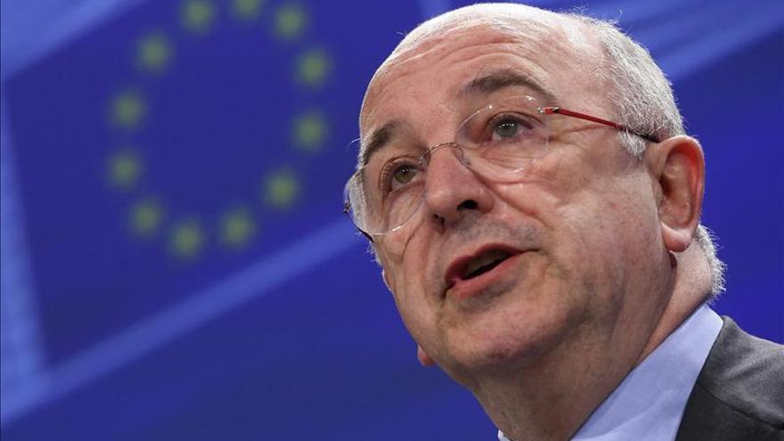 Almunia se aviene a flexibilizar déficit a España si mantiene esfuerzo fiscal