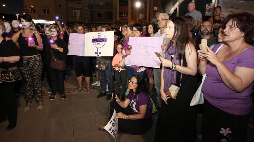 Concentración feminista en Vecindario en la 'Noche Violeta'