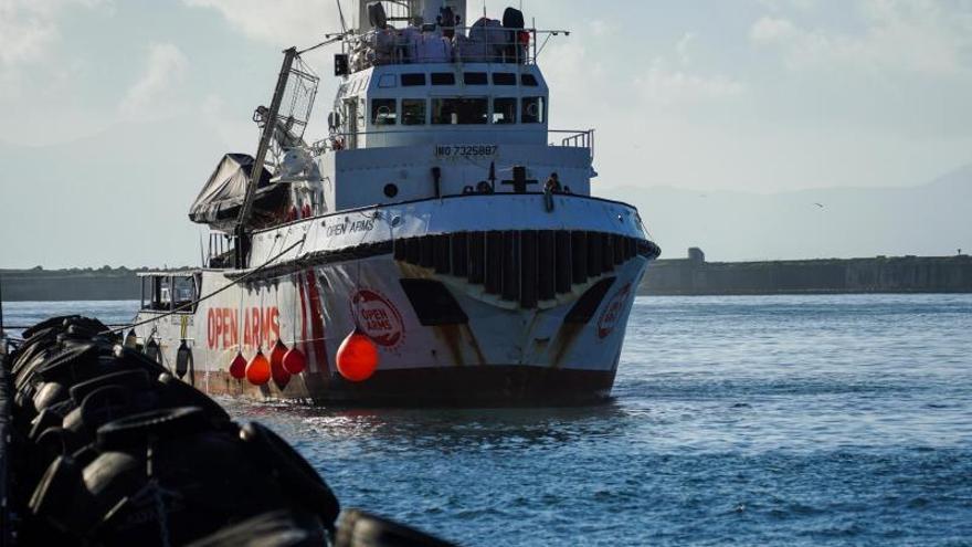 La ONG española Open Arms rescata a 44 migrantes en el Mediterráneo Central