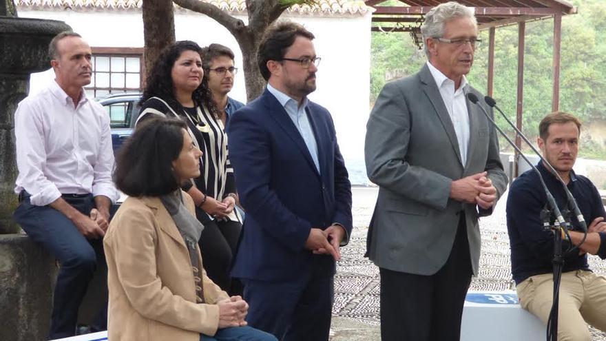 En la imagen presentación de los candidatos del PP en Las Nieves.
