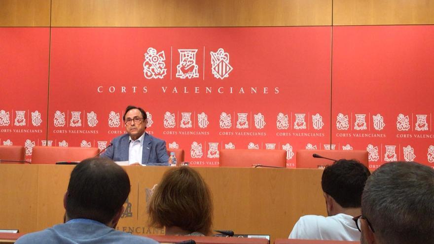 Vicent Soler comunica a los periodistas su dimisión en las Corts Valencianes.
