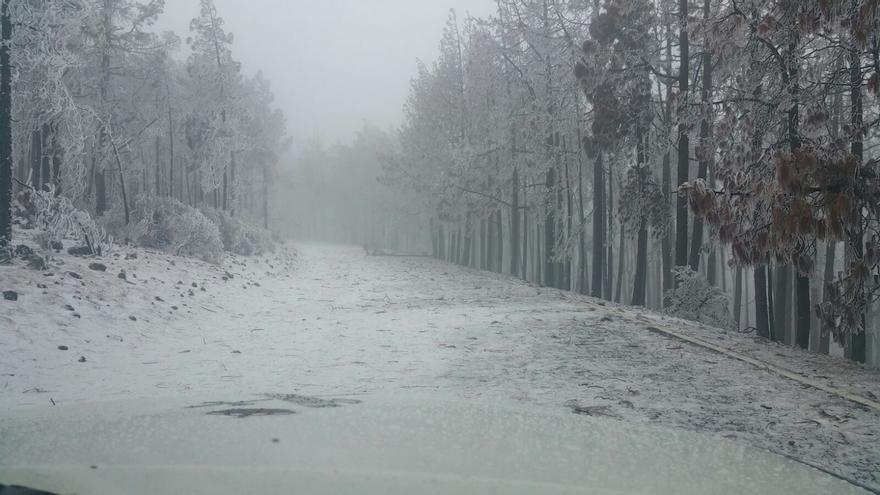 Carretera nevada en la cumbre de Gran Canaria