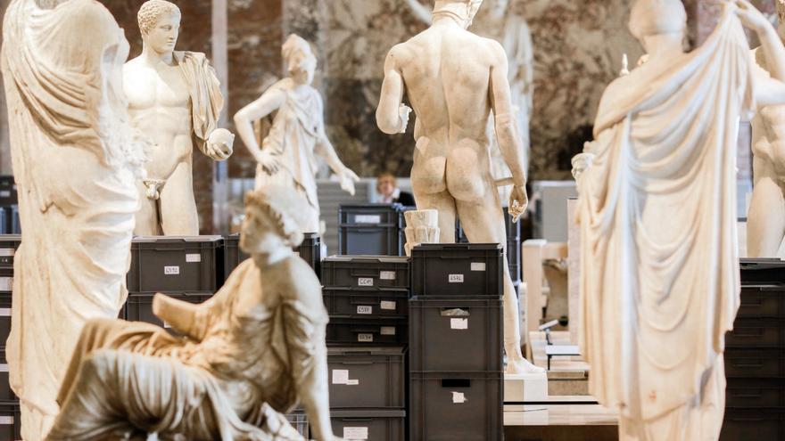 La segunda evacuación del Louvre | Marcus Schreiber - AP