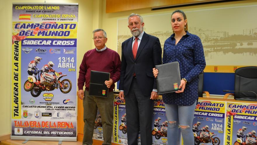 Jaime Ramos, en el centro, este lunes durante la presentación del Campeonato del Mundo de Sidecarcross