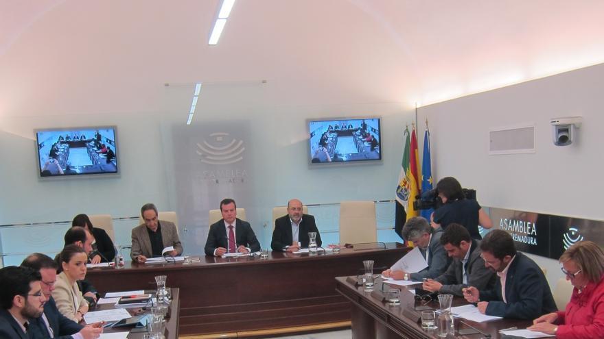 """La comisión de investigación de Caja Badajoz solicitará con """"urgencia"""" la documentación sobre la integración en Caja3"""