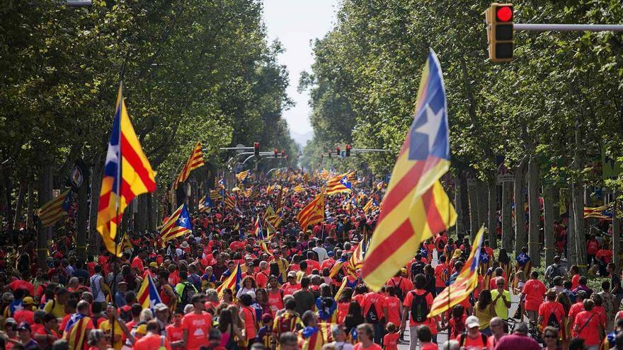 La manifestación de la Diada a la altura de paseo de Gràcia, ya concurrida minutos antes de las 16 horas