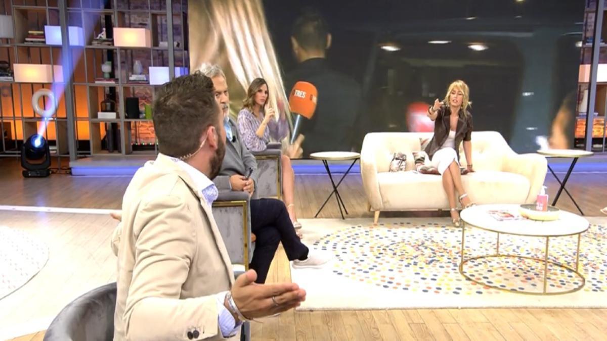 """Emma García y Avilés tuvieron su """"encontronazo"""" semanal, con la presentadora pidiendo silenciar su micro"""