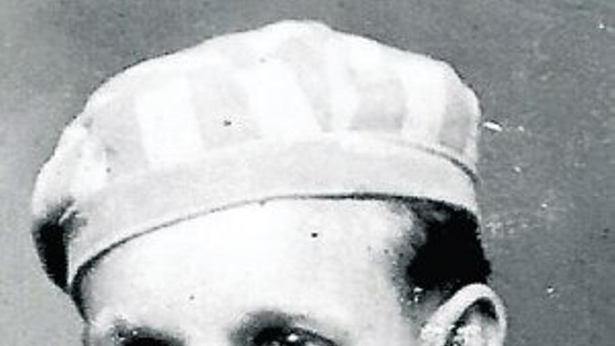 Ramiro Santisteban, con el traje de deportado que vistió en Mauthausen durante cerca de cinco años.