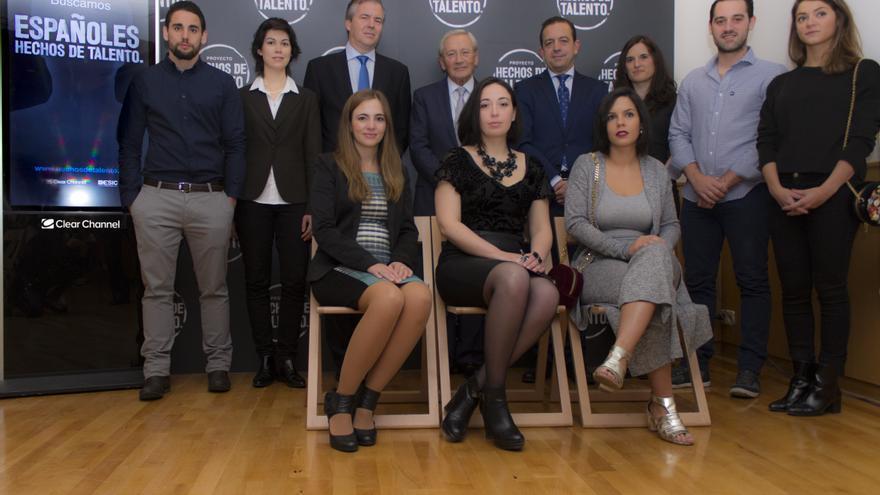 Algunos de los 10 ganadores de la campaña Hechos de Talento. /Foto: Clear Channel