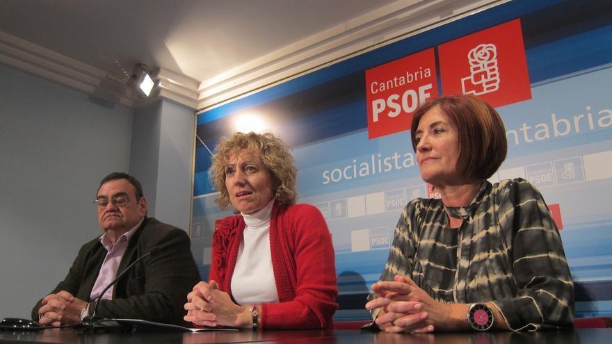 Eva Díaz Tezanos junto a Puerto Gallego en una rueda de prensa en la noche electoral