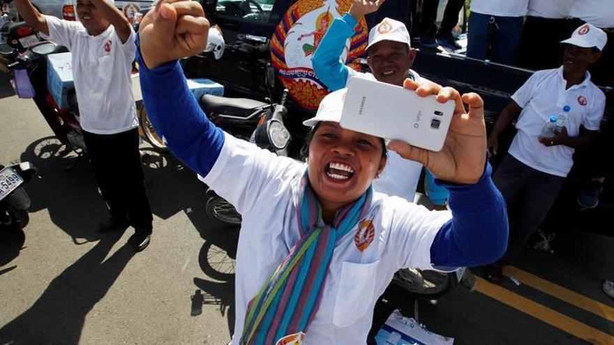 Camboya cierra la campaña electoral con más amenazas del primer ministro