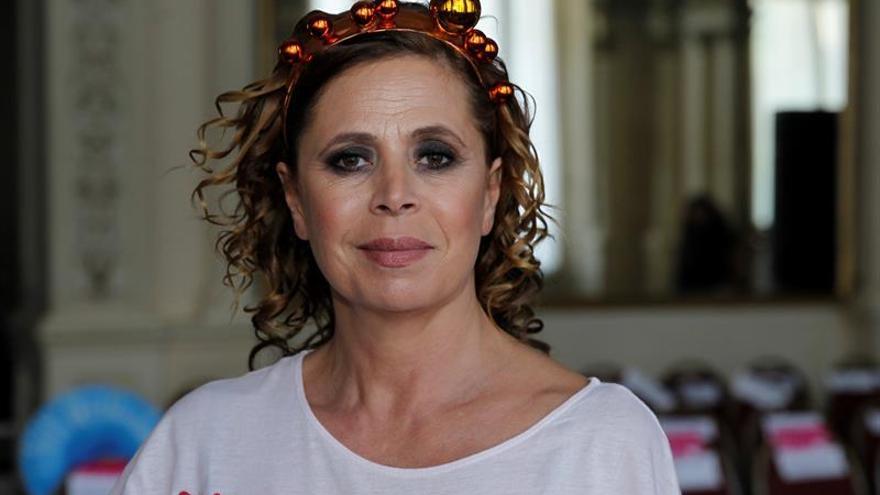 Ágatha Ruiz de la Prada se refugia en su trabajo y estrena una colección de hogar