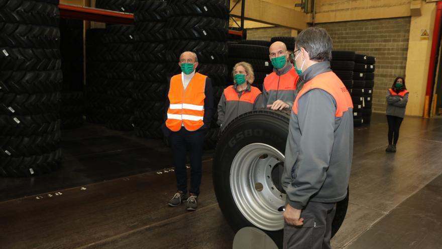 Visita del consejero de Industria a la planta de Bridgestone.