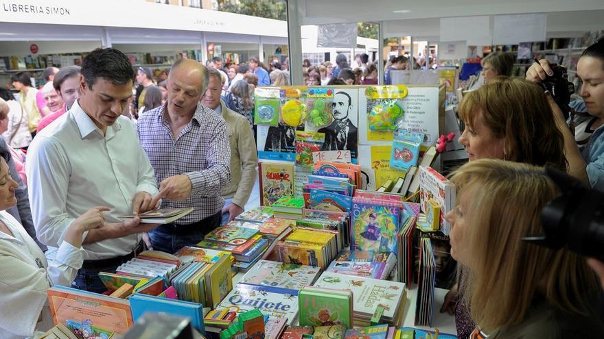 Pedro Sánchez en una edición de la Feria del Libro en Ponferrada