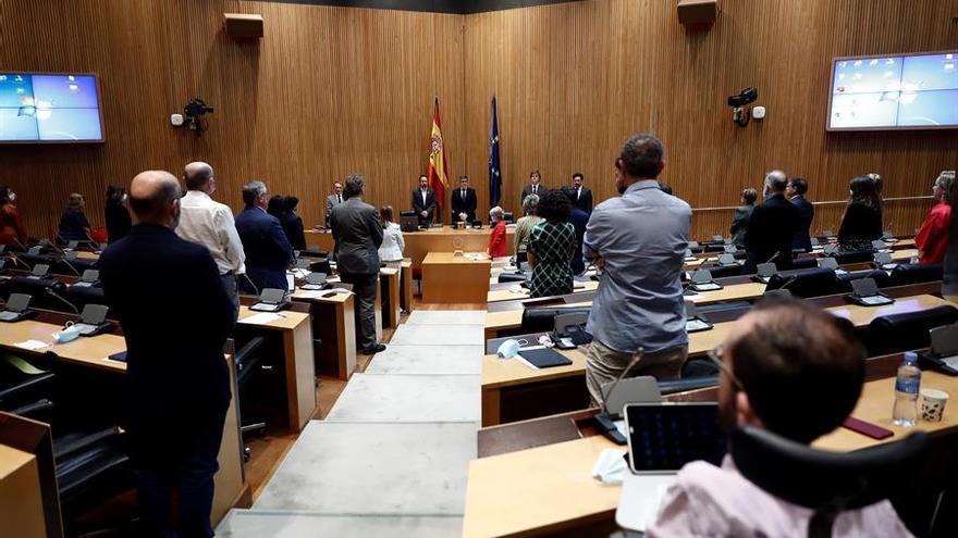 Minuto de silencio por las víctimas de la pandemia del coronavirus en la Comisión de la Reconstrucción social y económica del país