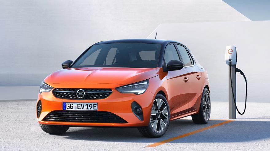 El Corsa-e cuenta con un diseño deportivo manteniendo las dimensiones exteriores compactas de las generaciones anteriores