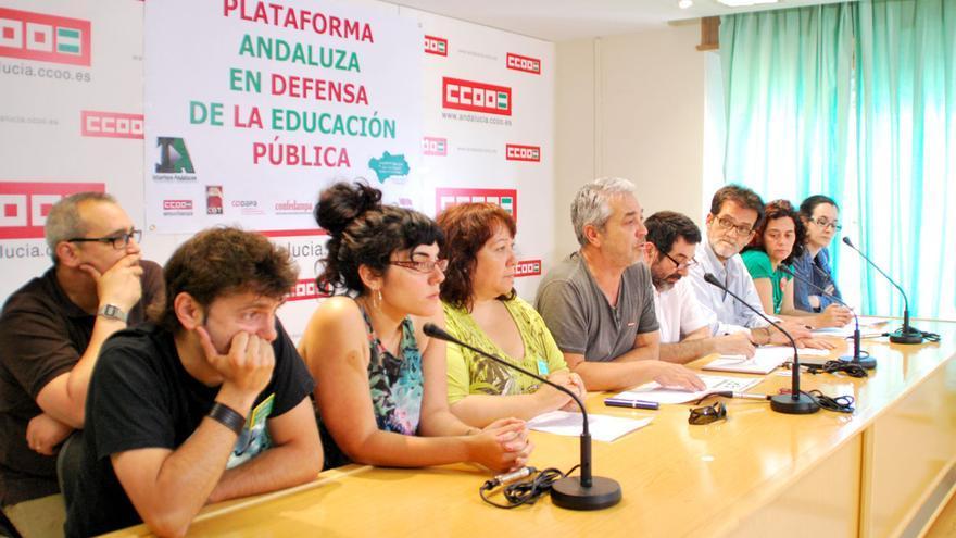 La Plataforma convocante está compuesta en Andalucía por todos los agentes, en concreto los sindicatos del profesorado CCOO, CGT, FETE-UGT y USTEA, el Sindicato de Estudiantes, la organización juvenil Surgente, las confederaciones de padres y madres de estudiantes CODAPA y CONFEDAMPA, la Plataforma Andaluza de Docentes Interinos y Marea Verde.