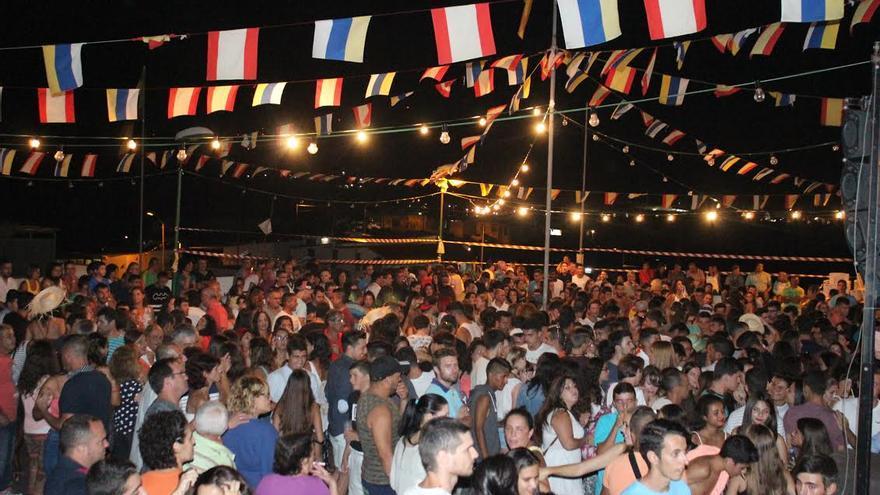 Tras la romería, se celebro en La Bajita una animada verbena. Foto: JOSÉ AYUT.